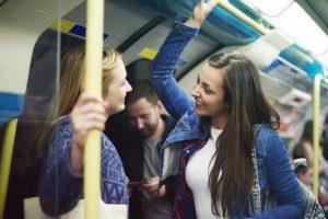 Pessoas mais felizes conversam com desconhecidos
