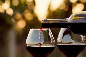 Beber vinho antes de dormir faz a emagrecer
